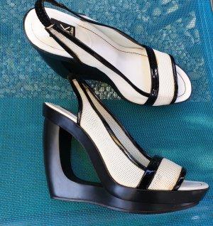 Calvin Klein schwarz- weisse Sandaletten