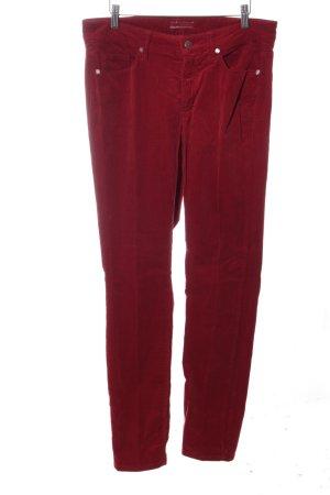 Cambio Pantalón de pana rojo look casual