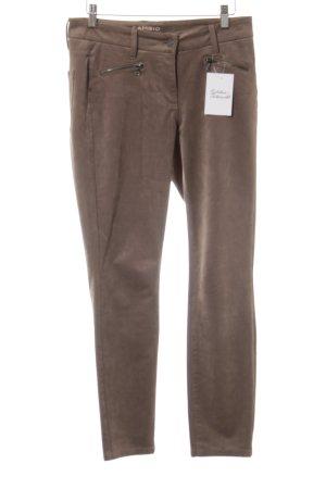 Cambio Pantalón de cuero marrón claro look casual