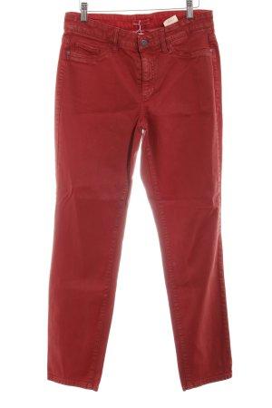 Cambio Straight-Leg Jeans karminrot Street-Fashion-Look