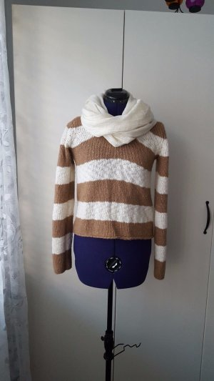 Camel / cashmere sweater, completely new without tag, fastened with scarf.
