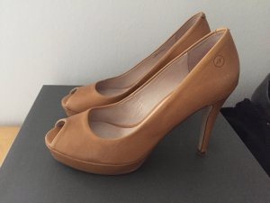 Camelfarbene Peeptoes Pumps von Bronx