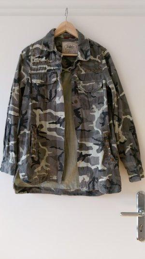 Camouflage Jacke/ Blazer von Zara trf mit Nieten in Gr. S