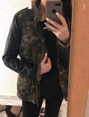 Camouflage Jacke Größe 36/38