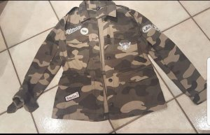 Camouflage-Jacke mit Patches