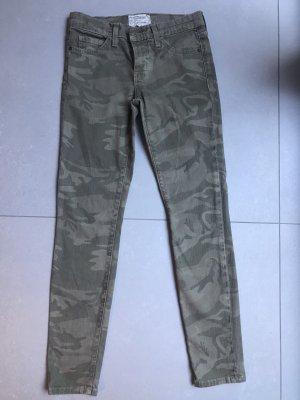 Camouflage jeans UNGETRAGEN