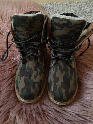 Camouflage Schuhe von Zara