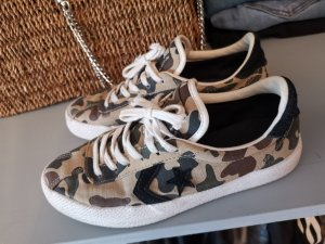 camouflage sneaker