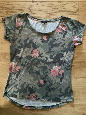 Camouflage T-Shirt mit Rosen