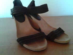 Camper Strapped High-Heeled Sandals dark brown-oatmeal