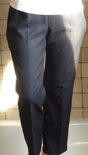Canda by C&A, klassische Hose mit Gummizug, gute Passform, sehr dunkles Blau, dunkelblau, Bügelfalte, Kofferhose Reise, 100% Polyester, gerade geschnitten mit Bügelfalte, Business, Freizeit, viele Gelegenheiten, gut geschnitten auch bei breiteren Hüften,