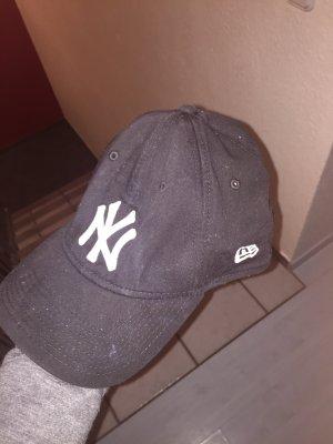 Cappello nero-bianco