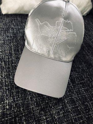 Calvin Klein Gorro plano color plata-blanco
