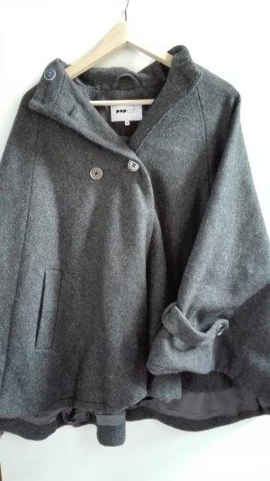 Cape-Jacke von dänischem Label