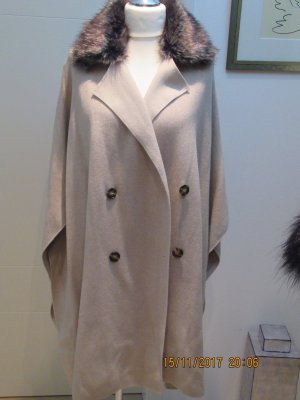 Cape Strickcape mit Fake Fur passend fuer alle Groessen in herlbeige