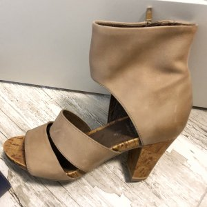 Caprice Cut Out Booties beige leather