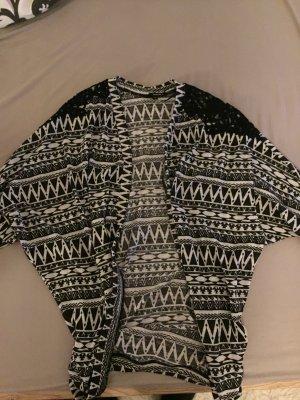 Cardigan mit schwarzer Stickerei an den Schultern