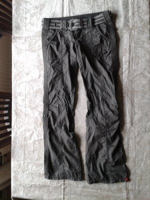 Cargo-Hose in dunklem Khaki für den Sommer