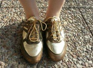 Carlo Colucci: goldene Sneaker