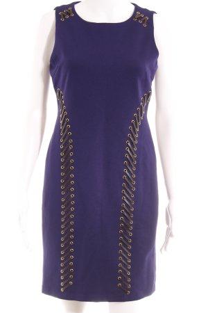 a4f44522c Carmen Marc Valvo Vestido ceñido de tubo violeta oscuro look casual