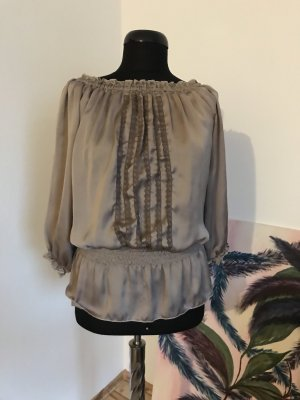 Carmenbluse aus schimmerndem Material in Taupe
