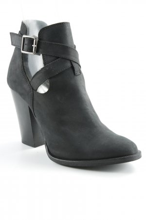 Carvela Cut-Out-Stiefeletten schwarz Rockabilly-Look