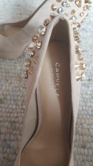 Carvela Schuhe Nude mit goldenen Nieten und Glitzersteinen