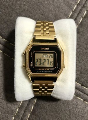 Casio Armbanduhr / Digitalanzeige / Damen