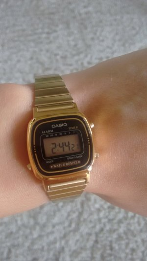 Casio Damen Armbanduhr LA670WE