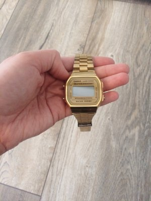 Casio Digitale Retroarmbanduhr Gold