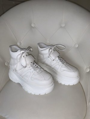 Catwalk Lace-Up Sneaker white
