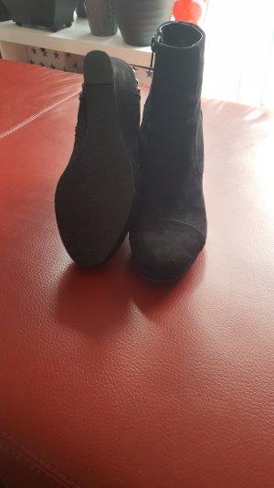 Catwalk Schuhe mit Keilabsatz und Nieten