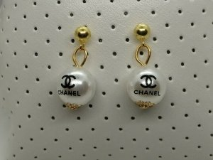 Chanel Ear stud multicolored metal