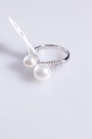 Cerruti Ring mit zwei Perlen weiß 58