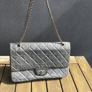 Chanel Bolsa de hombro gris claro-gris