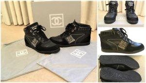 Chanel Zapatilla brogue negro-blanco Cuero