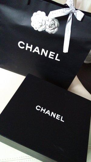 Chanel Box und Tüte mit 2 Kamelien+Band