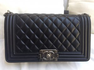 Chanel Boy old medium Kalbsleder schwarz super Zustand inkl. Karte