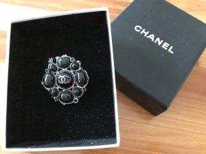 Chanel Brosche
