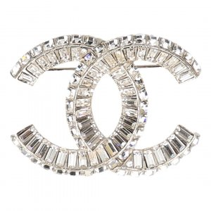 Chanel Broche color plata-gris claro