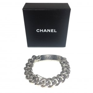 CHANEL CC Armband aus einer Kette aus Metall in der Farbe Silber mit Box