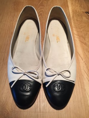Chanel Ballerinas with Toecap cream-black leather