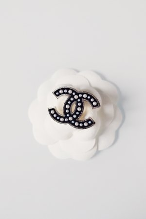 Chanel Broche negro metal