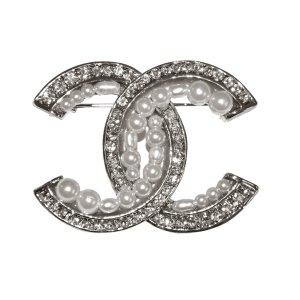 Chanel CC Brosche in Silber, Perlenkugeln