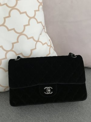 Chanel Classic Flap Bag – Medium
