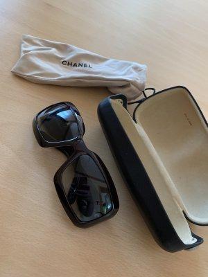 Chanel Lunettes de soleil angulaires noir matériel synthétique