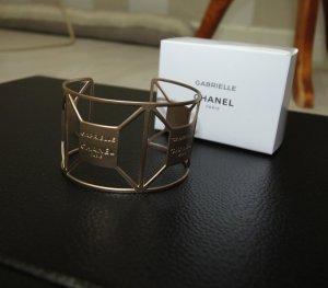 Chanel Brazalete color oro
