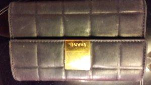 chanel geldbeutel schwarz gold seriennummrr