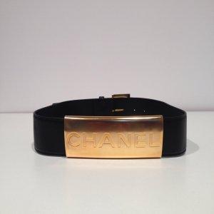 Chanel Gürtel in Schwarz mit Goldener Plakette und Chanel Schriftzug