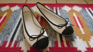 Chanel Lakleren ballerina's wit-zwart